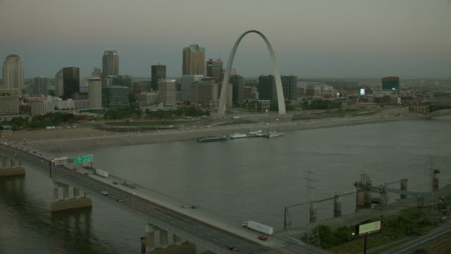 the gateway to the west in st louis - jefferson national expansion memorial park stock videos & royalty-free footage
