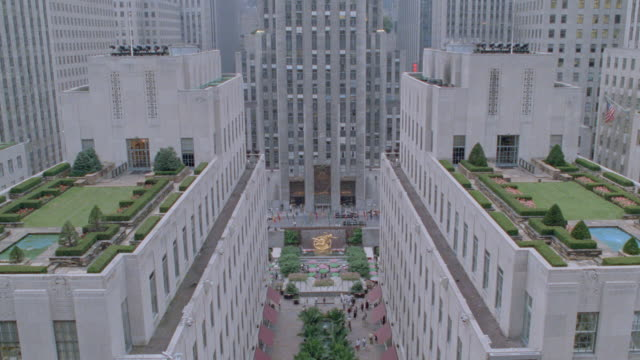 the ge building overlooks rockefeller plaza in new york city. - nbcuniversal stock videos & royalty-free footage