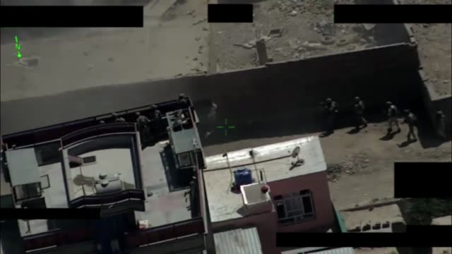 vídeos de stock, filmes e b-roll de the general command of police special unit's elite crisis response unit 222 together with the afghan air force respond to a mortar attack by isisk in... - alvo militar