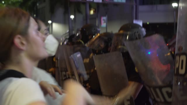 the george floyd protest in downtown miami turns into acts of looting and a strong police presences in miami, florida on saturday may 30, 2020. at... - tear gas stock videos & royalty-free footage