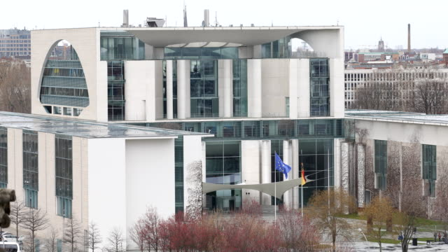 vídeos de stock, filmes e b-roll de the german chancellery seen from the roof of the reichstag on march 15 2019 in berlin germany - legislação