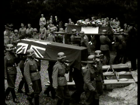 vídeos de stock, filmes e b-roll de the german wehrmacht burries the bodies of a french and an english soldier that washed ashore with military honors - wehrmacht