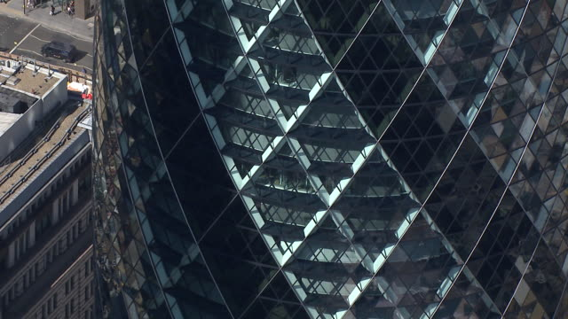 the gherkin aerial shot - starting zoomed in, then pulling out - london - swiss re stock videos & royalty-free footage