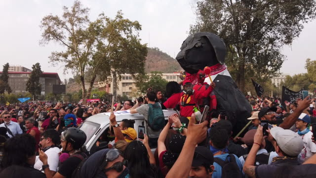 stockvideo's en b-roll-footage met the giant dog called black copkiller is led by demonstrators during a protest against president sebastián piñera at plaza on january 17 2020 in... - chile