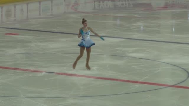 the girls' free skating competition is held at figure skating hall during the european youth olympic festival in erzurum turkey on february 15 2017 - konståkning bildbanksvideor och videomaterial från bakom kulisserna