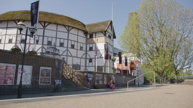 the globe theatre - southbank - empty london in lockdown during coronavirus pandemic - remote location stock videos & royalty-free footage