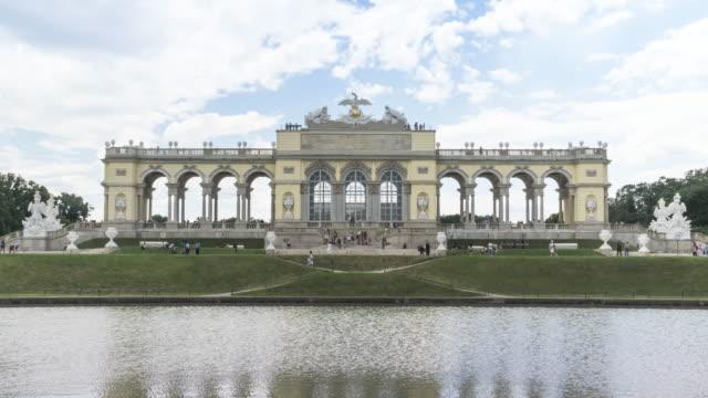 vídeos y material grabado en eventos de stock de la gloriette en los jardines, viena, austria - cultura austríaca