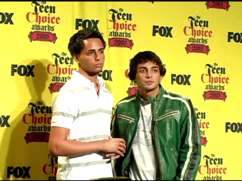 the gottis at the 2005 teen choice awards press room at the universal amphitheatre in universal city, california on august 15, 2005. - universal city video stock e b–roll