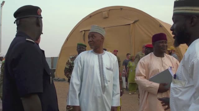 the governor of the agadez region in niger visited nigerian air base 201 for the first time since it's initial construction in 2016. - ニジェール点の映像素材/bロール