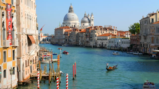 the grand canal in venice italy - italienische kultur stock-videos und b-roll-filmmaterial