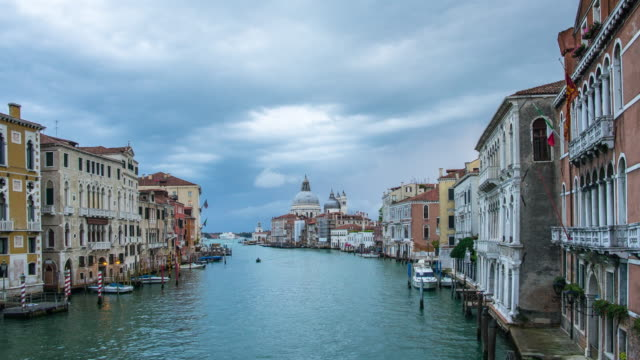 vídeos y material grabado en eventos de stock de el gran canal de venecia, italia - estrecho