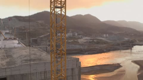 stockvideo's en b-roll-footage met the grand ethiopian renaissance dam is set to be the largest hydropower plant in africa a project intended to light up ethiopia as well as the wider... - dam mens gemaakte bouwwerken