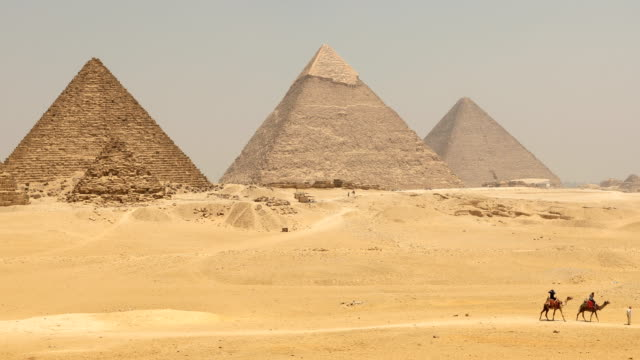 the great pyramid time lapse on sunset in giza, egypt - pyramid stock videos & royalty-free footage