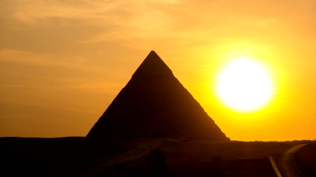 De Grote Pyramide time-lapse op zonsondergang in Giza, Egypte