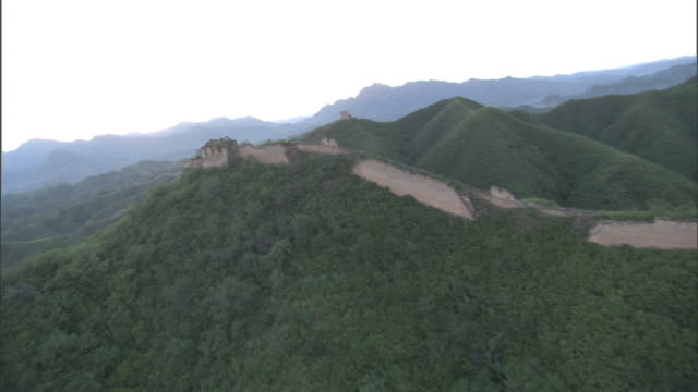 the great wall of china snakes across lush, rugged mountains. - great wall of china stock videos & royalty-free footage