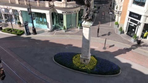the grove, a usually popular and crowded los angeles tourist attraction empty at 4pm on march 17, 2020 in los angeles, california - the grove los angeles stock videos & royalty-free footage