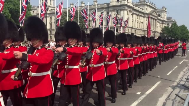 the guard marches ahead of the state opening of parliament by queen elizabeth ii in the house of lords at the palace of westminster - the queen's speech state opening of uk parliament stock-videos und b-roll-filmmaterial