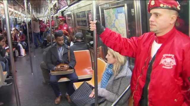 the guardian angels riding nyc's trains - organisierte gruppe stock-videos und b-roll-filmmaterial