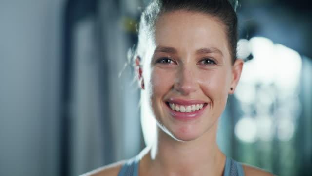 vídeos de stock e filmes b-roll de the gym is my happy place - treinar