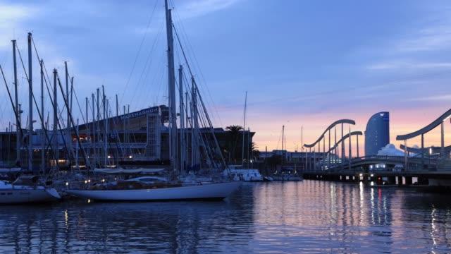 vídeos de stock e filmes b-roll de the harbour area of port vell in barcelona, spain - porto de barcelona