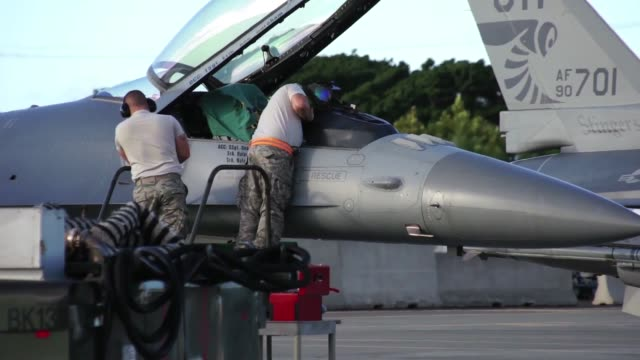 vídeos de stock e filmes b-roll de the hawaii air national guards sentry aloha team recently wrapped up their largest and most successful aerial exercise to date . this event... - aloha