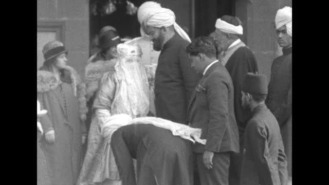 stockvideo's en b-roll-footage met the heavily veiled begum of bhopal kaikhusrau jahan exits the door of the shah jahan mosque with a group of men during a visit one bows low before... - bhopal