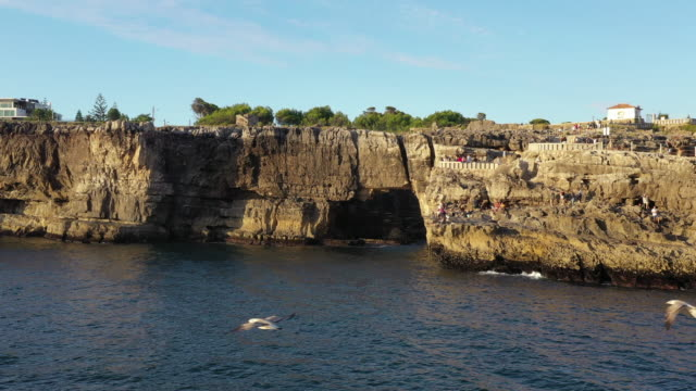 the hell's mouth (boca do inferno) / cascais, portugal - カスカイス点の映像素材/bロール