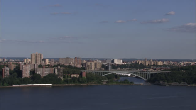 the henry hudson bridge and the bronx skyline - tilt down stock videos & royalty-free footage