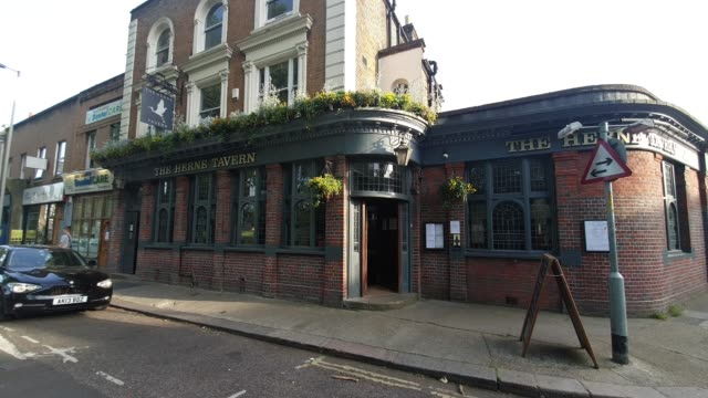 the herne tavern in east dulwich, closed since march 20 due to the coronavirus pandemic, reopens with a temporary weekend bottle shop takeaway... - brian dayle coronavirus stock videos & royalty-free footage