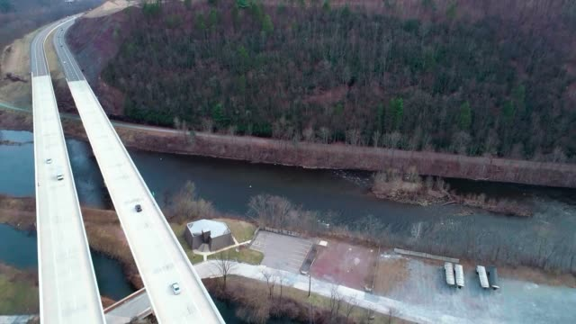 Die Hochbrücke über der Lehigh River an der Pennsylvania Turnpike