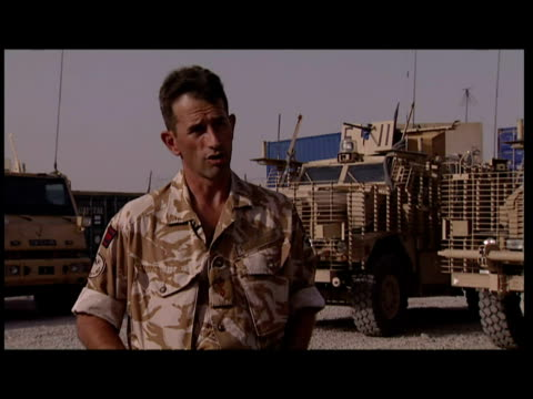 vidéos et rushes de the high casualty rate for british and american troops comes as they go out on foot patrols inside afghanistan's troubled helmand province to... - taliban