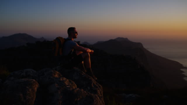 vidéos et rushes de le haut de la montée, le meilleur de la vue - crépuscule