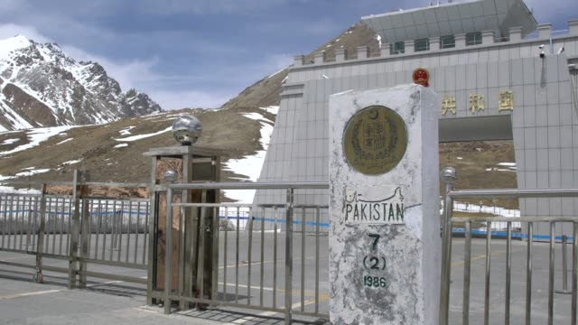 the highest paved international border crossing in the world, between pakistan and china at khunjerab pass - china east asia stock videos & royalty-free footage