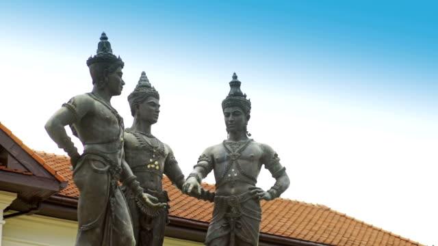 3 人の王の記念碑、チェンマイの歴史。 - 夏休み点の映像素材/bロール