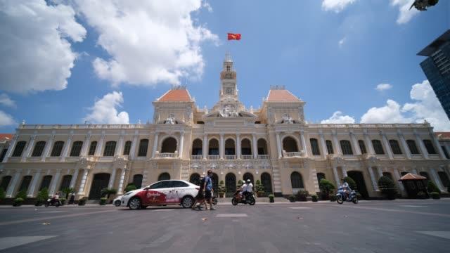 the ho chi minh city hall or ho chi minh city people's committee - ホーチミン市点の映像素材/bロール