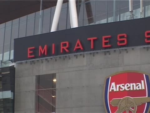 the home of arsenal football club in north london emirates stadium exterior general views on september 29 2011 in various cities - イズリントン点の映像素材/bロール