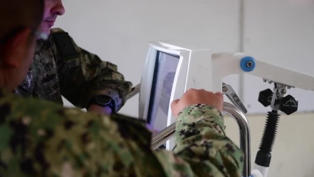 the hospital ship usns comfort , is on an 11-week medical support mission to central and south america as part of u.s. southern command's enduring... - レリーフ点の映像素材/bロール