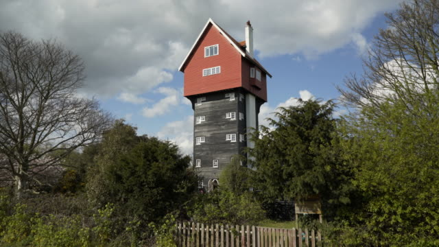 the house in the clouds - teil einer serie stock-videos und b-roll-filmmaterial