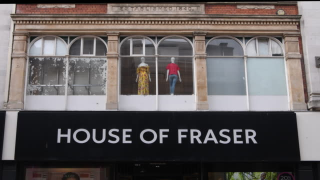 vídeos de stock e filmes b-roll de the house of fraser store on the hayes in cardiff wales uk the high street department store has appointed turnaround specialists kpmg to advise on a... - sinal de loja