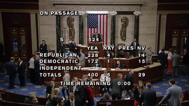 vídeos de stock, filmes e b-roll de the house of representatives passed a bill from the senate to combat an opioid drug abuse crisis in the nation by a vote of 4005 amending it with a... - senado governo