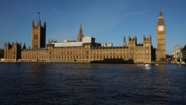 vidéos et rushes de the houses of parliament, westminster, london - parlement britannique