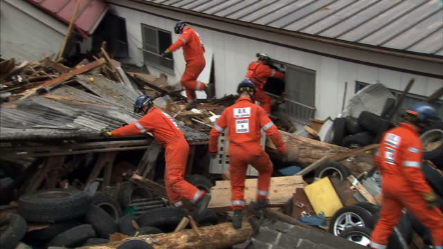 the huge operation to try to find survivors of the tsunami continues on the country's north-east cost. sky's david bowden is with a rescue team from... - tsunami stock videos & royalty-free footage