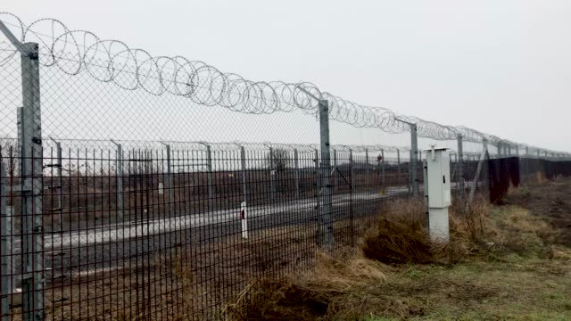 vídeos y material grabado en eventos de stock de the hungarian border fence with serbia on january 18 2019 outside szeged hungary in 2015 thousands of migrants massed on the hungarian border the... - hungría