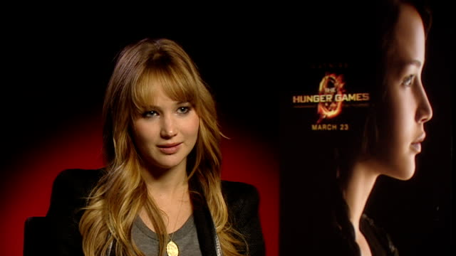 stockvideo's en b-roll-footage met 'the hunger games' jennifer lawrence interview england london int jennifer lawrence interview sot on how she managed to keep stuff about the filming... - recordbrekend