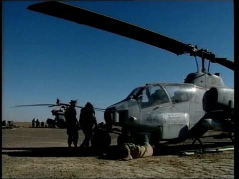 vidéos et rushes de the hunt of mullah mohammed omar lib kandahar gvs us army helicopters with soldiers around gv helicopter on ground - kandahar