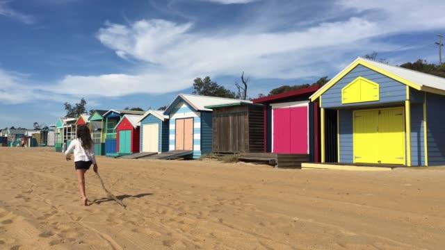 vidéos et rushes de the iconic bathing boxes of the mornington peninsula melbourne australia - cahute
