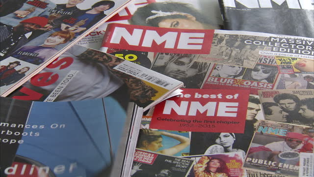 vídeos y material grabado en eventos de stock de the iconic music magazine nme is being distributed for free from today - to boost its circulation - but some fans claim it has gone too mainstream.... - revista publicación
