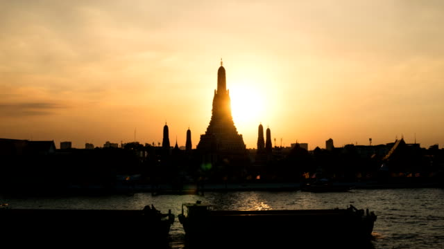 The iconic Temple of Dawn TL D2N LD, Wat Arun, along the Chao Phraya river with a colorful sky at evening sunset in Bangkok, Thailand