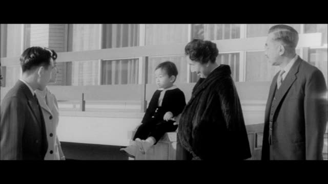 the imperial family spending new year's in the new home in fukiage - 天皇点の映像素材/bロール