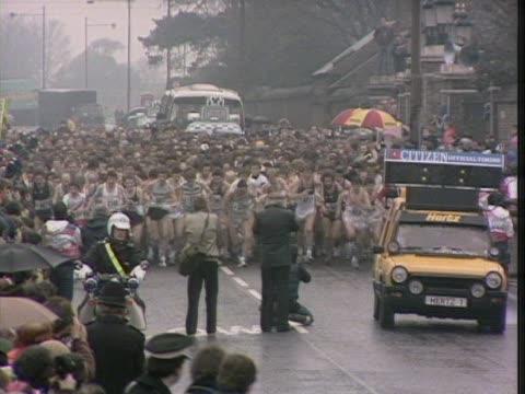 the inaugural london marathon begins at greenwich park - london marathon stock videos & royalty-free footage